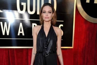 Angelina Jolie in formato pelle e ossa