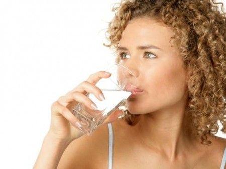 Insonnia: si combatte bevendo acqua